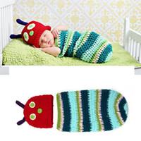 ingrosso props del bozzolo del bambino-Puntelli di fotografia di bambino a strisce all'uncinetto Caterpillar Fotografia di cappelli di neonato all'uncinetto a maglia Set di bozzoli regalo per la doccia appena nato