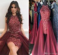 kırmızı kılık kokteyl elbiseleri toptan satış-Sparkly Maroon Kırmızı Kısa Tulumlar Balo Elbiseler Jewel Boyun Kolsuz Kristal Boncuk Kılıf Tül Overskirt Kokteyl Parti Pageant Elbise