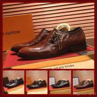 prom mens kleid schuhe großhandel-Designer Mens Formale Kleid Schuhe Spitz Bullock Oxfords Schuhe Lace Up Designer Luxus Männer Hochzeit Prom Schuhe Größe 38-45