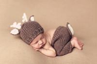 yeni doğan şapka fotoğrafı toptan satış-Bebek Kıyafetleri Geyik Yenidoğan Fotoğraf Aksesuarları El Yapımı Tığ Bebek Bere Şapka Ve Pantolon Fotoğraf Sahne Bebek Fotoğrafçılığı Için