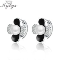 ingrosso fiore bianco della perla del petalo-Mytys Design unico Petali di cristallo in bianco e nero Orecchino di fiore Perla centrale Orecchini regalo di moda CE330 C18111901