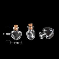 bouteilles à jarret achat en gros de-Love Hearts Forme Mini bouteilles en verre mignon pendentifs petites bouteilles Diy liège transparent clair Jars cadeau Vial Wholesale 100pcs
