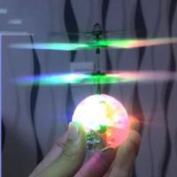ingrosso ha condotto la sfera chiara-Flying Elicottero Sfera di Induzione A Infrarossi Sospensione Sfera Di Cristallo RC Fly Giocattoli di Controllo della Luce A LED Aerocraft Per I Bambini Regalo 21 8 U UU