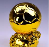 trofeos de resina al por mayor-Campeón de fútbol Trofeo Copa Titan Pelota de oro Aficionado al fútbol Recuerdos de porristas Resina Artesanía Recuerdos Trofeos