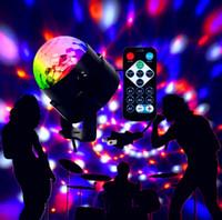 topu ledli sahne lambası toptan satış-Mini RGB 6 W Kristal Magic Ball Led Sahne Lambası DJ KTV Disko Lazer Işığı Parti Işıkları Ses IR Uzaktan Kumanda Noel projektör