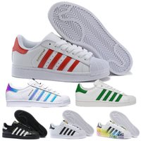 low cost 33e15 b71bd Hot Cheap Adidas Superstar 80S Hommes Femmes Casual Chaussures de  Basket-Ball Skate Chaussures 17 Couleur Arc-En-Splash-encre Mode Chaussures  de Sport ...