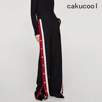 ingrosso pantaloni neri fessure-Cakucool Women Casual Sweat Pants Pantaloni a fessura laterale Bottoni rossi a righe bianche Larga gamba larga dritta Capris nera Lady