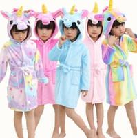 tier hoodie pyjamas groihandel-Bademantel Mädchen Schlafanzug Kinder Baby Bademantel Regenbogen Einhorn Muster Hoodies Roben Kinder Nachtwäsche Kinder Tier Cartoon Roben ST483