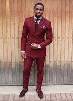 traje pitillo burdeos al por mayor-Por encargo Borgoña de doble botonadura Tuxedo Skinny Men Suit Slim Fit 2 piezas de baile de graduación Custom Groom Blazer (Jacket + Pants)