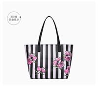 totes negro al por mayor-Estilo de la moda Negro Totes de flores Victoria Classic Love Pink Secret Cosmetic Bag Zipper Handbag Portable Storage Bag ENVÍO GRATIS