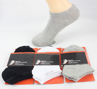 chaussettes blanches achat en gros de-Hommes chaussettes actives en gros avec des logos noir blanc gris chaussettes en coton hommes pas cher élastique confortable chaussette 5pcs