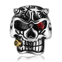 carved skull ring toptan satış-Punk tarzı Yakut gözler ile Oymalı Kafatası Paslanmaz Çelik Yüzük erkek Anti-Gümüş Parmak yüzük İskelet yüzük Wome Mens için