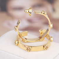 ingrosso monili belli del marchio-Top Brand Orecchini a cerchio in oro con design TT rovesciato per donna Argento oro rosa Orecchini eleganti bella ragazza Orecchini stile gioielli di moda