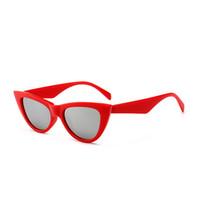 055fda038f 2018 NOUVEAU Mignon Sexy Rétro Cat Eye Lunettes De Soleil Femmes Petit Noir  Blanc cateye Vintage Pas Cher lunettes de Soleil Rouge Femme uv400