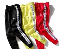cuerdas de hombres al por mayor-Pantalones de guardia de otoño e invierno pantalones de moda de Europa y América impresión de etiquetas de cadena de los hombres y las mujeres pantalones casuales pantalones deportivos par spo