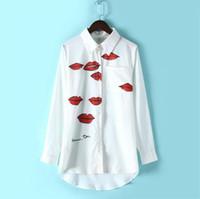 blusas de mujer blancas rojas al por mayor-Diseñador de la marca: Mujeres Euro Labios rojos Estampado de blusa Camisa Turn-Dow Camisa blanca asimétrica OL Moda Blusa con personajes