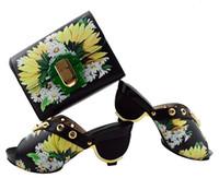 ingrosso abiti di corrispondenza neri gialli-Scarpe da donna nere di alta qualità scarpe africane abbinano la borsa e stampa fiore giallo per vestito GL01, tacco 7,5CM