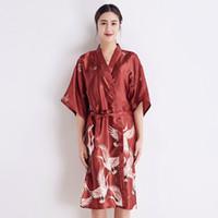 ko großhandel-ROTE Frauen Rayon Robe Chinesischen Stil Braut Hochzeit Robe Kleid Gedruckt Nachtwäsche Lounge Hause Kleidung Lange Nachthemd Nachtkleid