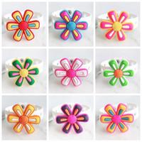 ingrosso scarpe petali-10 PZ PVC Six Flower Petals Shoe Charms Soft decorazione Fit Cross scarpe per bambini, Croce bracciali, accessori per scarpe, regalo dei bambini
