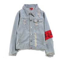 kol bandı ceketi toptan satış-Yeni Delikler Armband Hip Hop Denim Jean Ceketler Erkekler Kadınlar Moda Bombacı Adam Ceket erkek Rüzgarlık Streetwear Çiftler Elbise