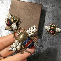 Wholesale bee gift box - in stock! hot sale fashion woman pins famous bee brooches 2styles size pearl gold retro technology glamour with box