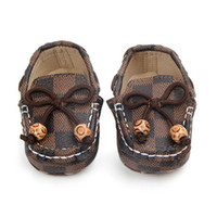 Wholesale newborn baby boys shoes online - Newborn Baby Girls Boys Leather Crib Shoes Peas Shoes Soft Sole Infant First Walkers