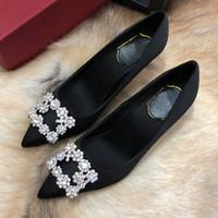 diseño de zapatos de damas de la boda al por mayor-Diseñador de moda Zapatos de vestir de dama de diseño de las mujeres del dedo del pie puntiagudo delgados tacones de satén Sexy Fiesta Festival Zapatos de boda Mujeres Bombas size3