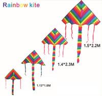 rueda volando juguete al por mayor-Rainbow Kite Triangle Kite Outdoor Fun Sports Easy Flyer Kite para principiantes
