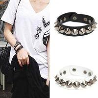 kunstlederarmband armbandmanschetten großhandel-Punk Gothic Rock Kunstleder Rivet Stud Spike Armband Manschette Armreif Armband