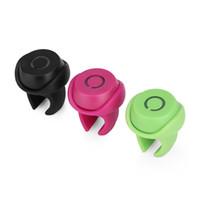 steuern bluetooth fotos großhandel-Kabelloser Auslöser Bluetooth Mini-Clip-On-Fernbedienung Telefon Foto Selbstauslöser für IOS Android-Telefon Remote Schwarz / Rot / Grün