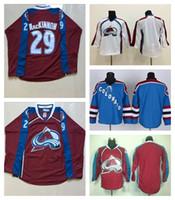 blanco rojo blanco azul jerseys al por mayor-Hombre de jerseys de hockey sobre hierba de avalancha de Colorado 29 Nathan MacKinnon Jersey de camiseta de punto blanco de color rojo azul cosida M-3XL