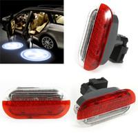 luces de advertencia autos 12v al por mayor-Luz de advertencia de la puerta del coche rojo blanco para 1998-2005 VW Beetle Golf Jetta Polo de luz del coche accesorios de luz de la lámpara Car Styling AAA299