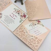 corte láser único al por mayor-Nuevo estilo único corte por láser invitaciones de boda tarjetas de alta calidad personalizada flor hueca tarjeta de invitación nupcial barato