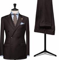 gravata marrom homens s venda por atacado-2017 Novo Design de Chocolate Marrom Homens Terno Terno de Negócio Anunciou Padrinhos Smoking Terno Do Casamento Do Noivo (Jaqueta + calça + gravata)