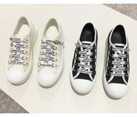 zapatos casuales al por mayor-Blanco Negro Mujer Zapatos de lona Zapatillas de deporte Femininas Alpargatas Mocasines Dama con cordones Pisos Carta Correa Sprot zapatos tenis tenis con caja