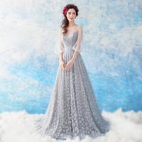 abendkleid hellgrau großhandel-Weicher Tüll mit glänzenden Pailletten Lange Abendkleider Fancy Prom Dress Scoop Schnürschuh Sweep Train Light Grey