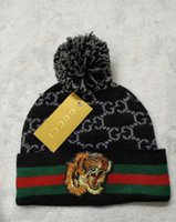 gorro de mujer al por mayor-Envío gratis tigre negro C23 Gorros hombres otoño invierno casual sup marca sup punto Sombrero bordado carta damas pom-pom gorros mujeres tapas
