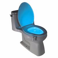 автоматические ночные огни оптовых-Белый ABS 8 изменение цвета чаша ванная комната ночник смарт-лампа LED свет движения человека активированный датчик автоматическое сиденье для унитаза ночник