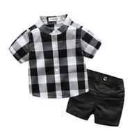 bebek erkek takım elbiseleri toptan satış-Sevimli Bebek Bebek Erkek Giyim Seti Erkek Takım Elbise Resmi Beyefendi 2 adet Kısa Kollu Ekose Gömlek + pantolon Şort Düğün Doğum Günü Kıyafetleri