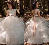 images filles achat en gros de-2018 Nouvelles robes de filles de fleur avec l'arc volants Appliques Pageant Cap manches de fille robes de plancher Longueur