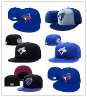 Hot Newest Toronto Royal Blue Colore sul campo stile Baseball Fitted Hats  Sport Team Logo ricamato pieno chiuso Caps Out Door Fashion Bones 1cd7df87a041