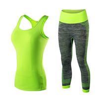 trajes deportivos verdes al por mayor-Ropa deportiva de secado rápido Gimnasio Leggings Mujer Camiseta Traje Medias de fitness Traje deportivo Top verde Conjunto de yoga Chándal de mujer