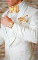 yay kravat beyaz ceket toptan satış-Yeni Klasik Tasarım Beyaz Paisley Damat Smokin Groomsmen Şal Yaka Best Man Suit Düğün erkek Blazer Suits (Ceket + Pantolon + Papyon) 68