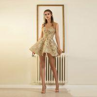 mini túnicas de encaje sexy al por mayor-Vestidos de cóctel de encaje de oro de la manera Mini vestidos de fiesta formales sin respaldo atractivo corto para la graduación Apliques Robe Cocktail Sheer Neck
