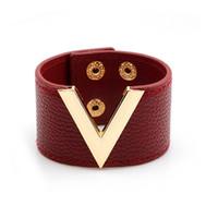 v-förmigen schmuck großhandel-Top Damen Leder V-förmigen Armband wilden breiten Lederarmband Mode Europa und Amerika Lederarmband beliebten Schmuck Charm Bracelets