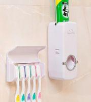 dispensador de pasta de dientes para montaje en pared al por mayor-Dispensador automático de pasta de dientes con portacepillos de dientes Set Baño familiar Soporte de pared para cepillo de dientes y pasta de dientes EEA295