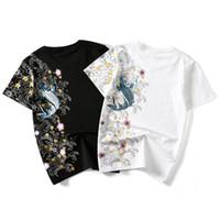 çince etnik nakış toptan satış-100% Pamuk Mens Japon Gelgit Tops Marka Çin Tarzı Sazan Etnik Nakış Kişilik Rahat Büyük Boy Kısa kollu Tişört