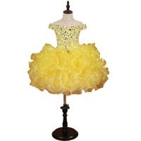 vestidos de concurso de la magdalena amarilla al por mayor-Impresionantes vestidos de color amarillo para las niñas 2019 Toddle Cupcake Ruffles Crystal Bling Rhinestones Organza Off hombro Flor vestido de las muchachas barato