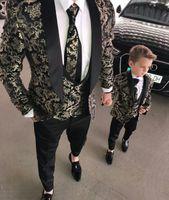 ropa de hombre de esmoquin al por mayor-2019 Trajes de hombre Dos piezas Playa Padrinos de boda Trajes de esmoquin para hombres Solapa enarbolada Traje de fiesta formal (chaqueta + pantalón) Ropa formal para niños pequeños