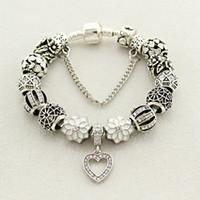 ingrosso perline di scorrimento per braccialetto-Fit Pandora Factory placcato argento con LOGO cuore di vetro perline di cristallo argento bianco cuore bracciali perline perline braccialetto d'amore petalo pendente